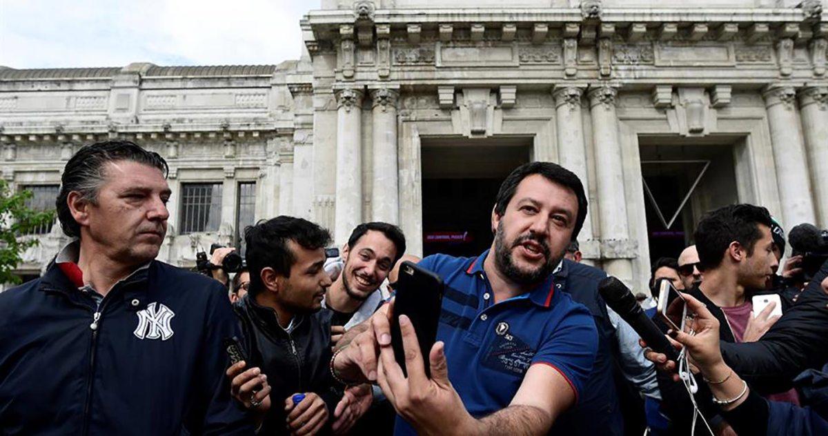Salvini dopo la il blitz della polizia contro i migranti in Stazione Centrale, foto via Twitter