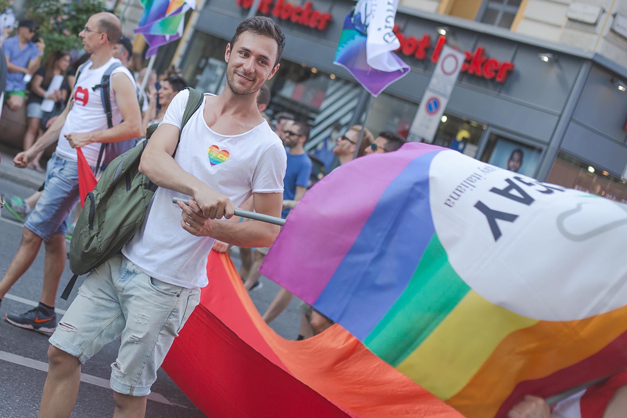Perché serve una legge contro l'omofobia in Italia