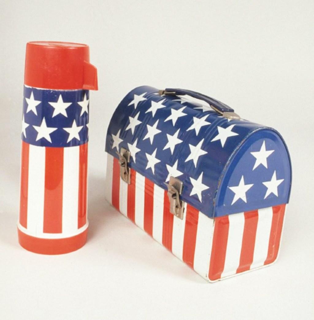 1970. Voi avete mai visto una cosa piú statunitense? Noi no.