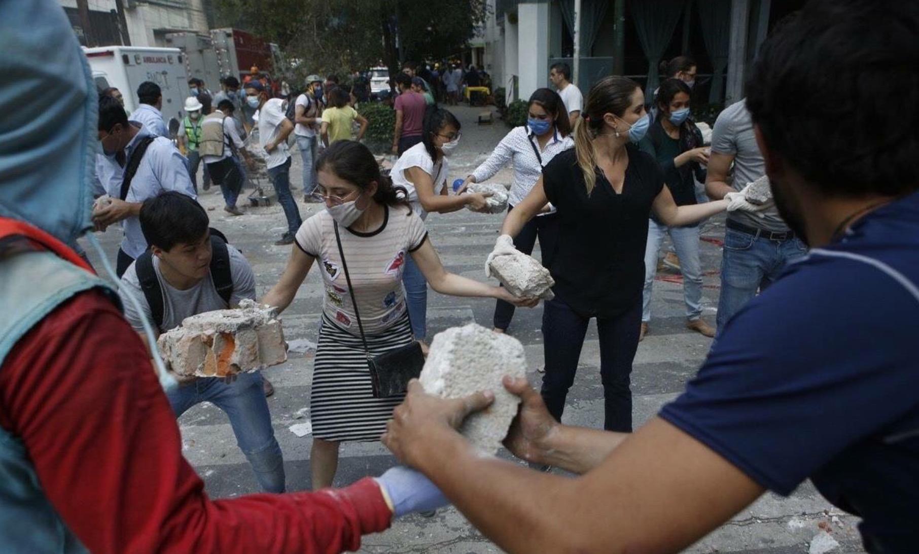 <em>Hello, World!</em> <br />Sotto le macerie di Città del Messico