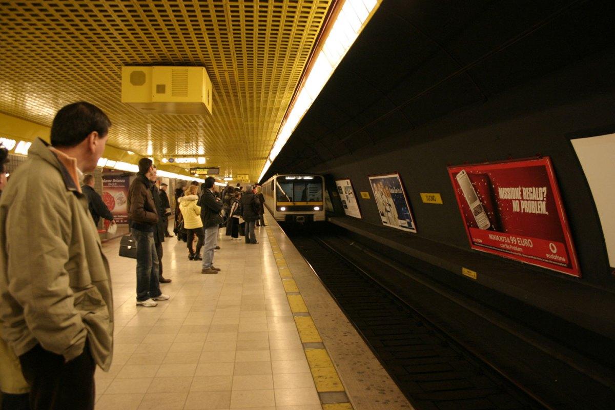 https://i0.wp.com/thesubmarine.it/wp-content/uploads/2017/11/Milano_-_Metropolitana_Duomo_-_Linea_gialla_-_Foto_Giovanni_DallOrto_-_3-jan-2007_-_03.jpg?fit=1200%2C800&ssl=1