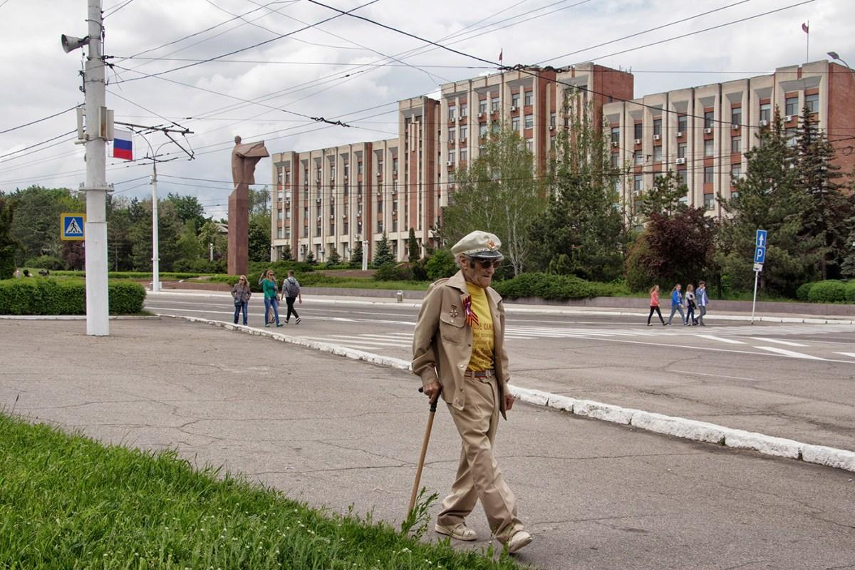 Tiraspol. Sullo sfondo, il palazzo del Parlament—del Soviet Supremo