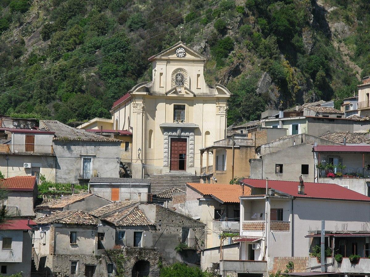 https://i0.wp.com/thesubmarine.it/wp-content/uploads/2017/12/1200px-Chiesa_di_Santa_Maria_della_Pietà_-_San_Luca_Reggio_Calabria_-_Italy_-_10_May_2009_-_1.jpg?fit=1200%2C900&ssl=1