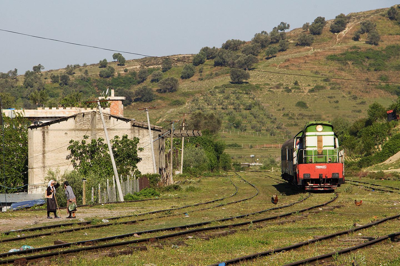 7 viaggi in treno per raccontare i Balcani