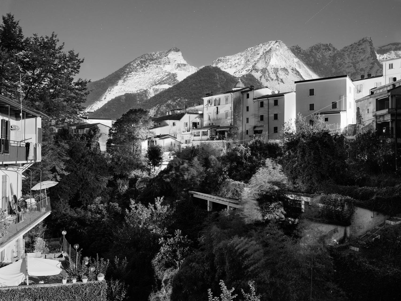 Paesaggi emozionali e ritratti di un paesaggio: a Carrara con Giulia Bianchi