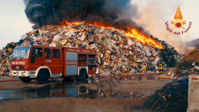 Cosa c'è dietro agli incendi negli impianti di smaltimento rifiuti