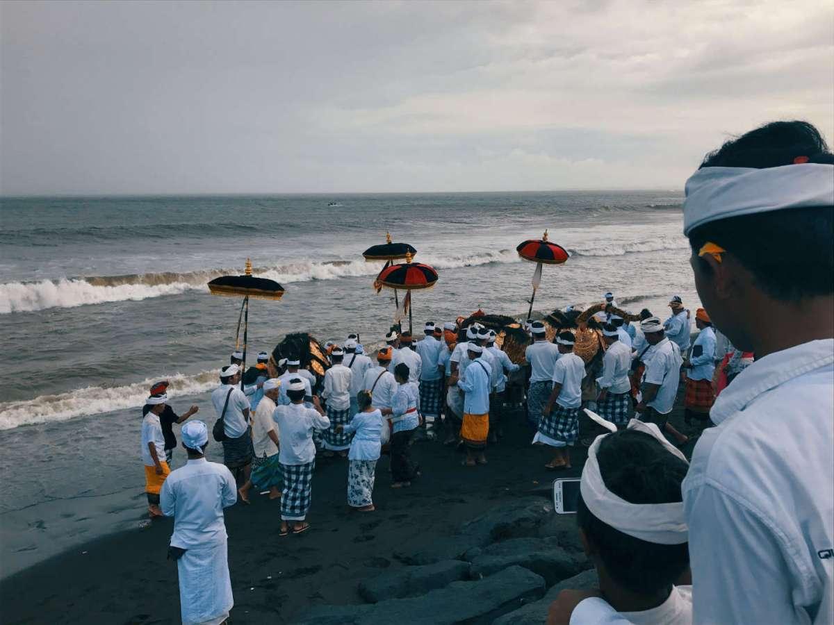 Barong durante la cerimonia di purificazione a Sukawati