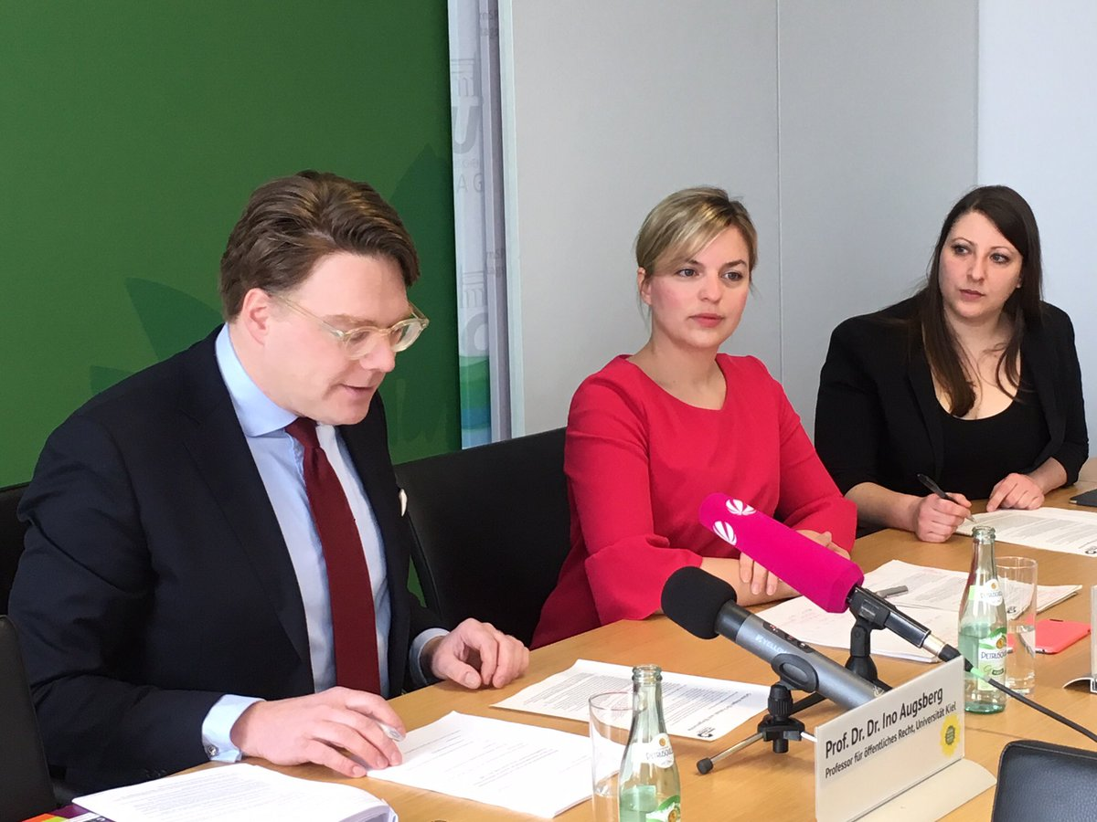 Al centro, Katharina Schulz
