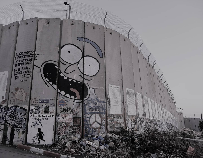 Dipingere sul muro che separa la Cisgiordania dai territori israeliani