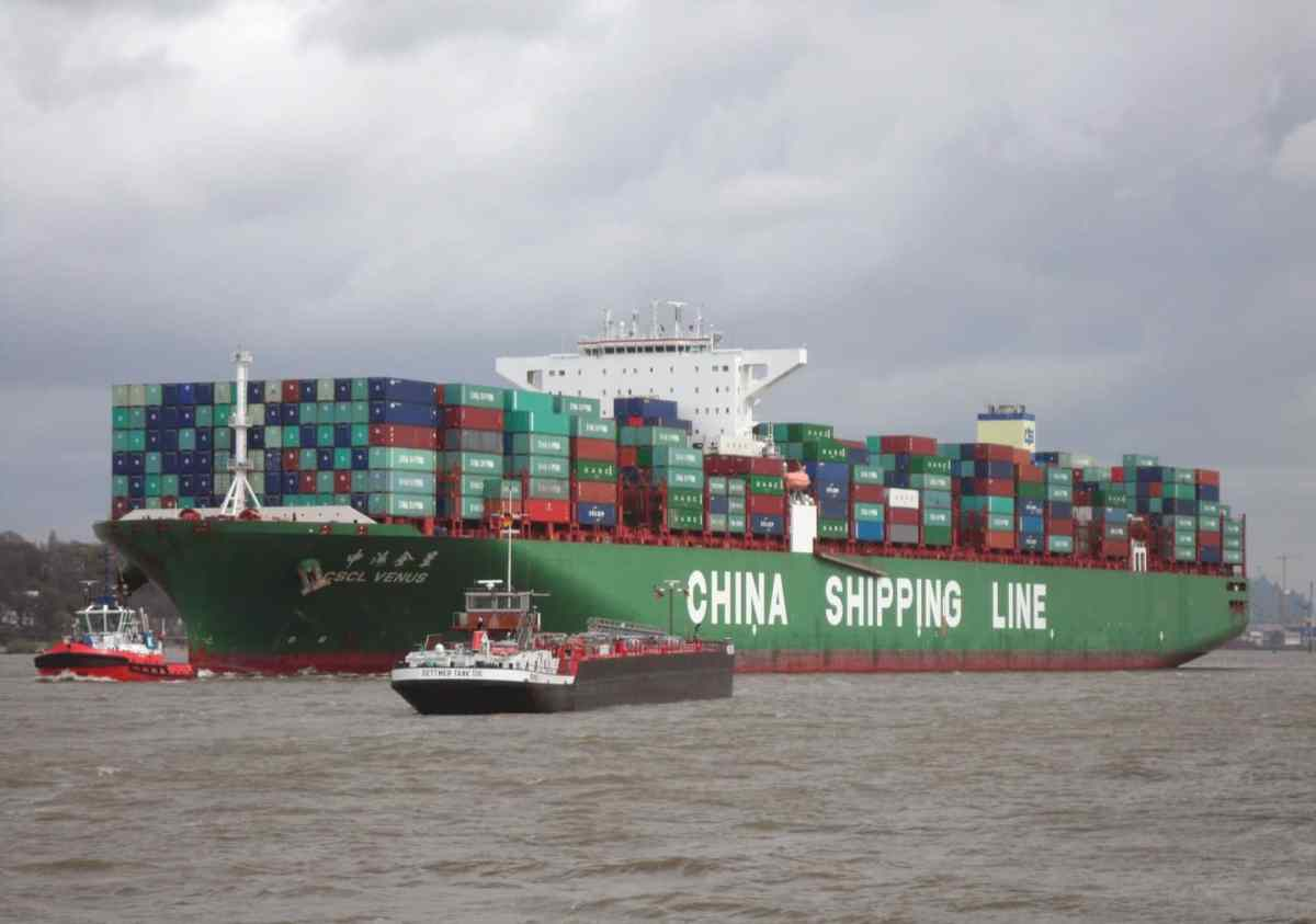 https://i0.wp.com/thesubmarine.it/wp-content/uploads/2018/09/2048px-Container_ship_CSCL_Venus_of_the_China_Shipping_Line_outgoing_Hamburg_in_April_2014.jpg?fit=1200%2C844&ssl=1