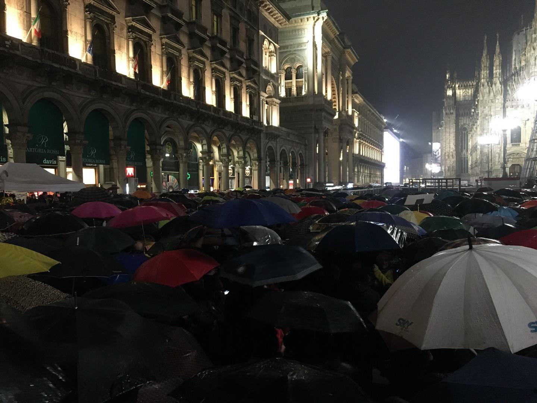 La piazza di Milano ha chiuso una settimana trionfale per le sardine