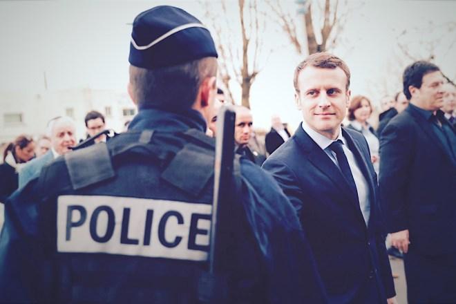 """Da dove viene l'islamofobia della """"laicità"""" francese"""