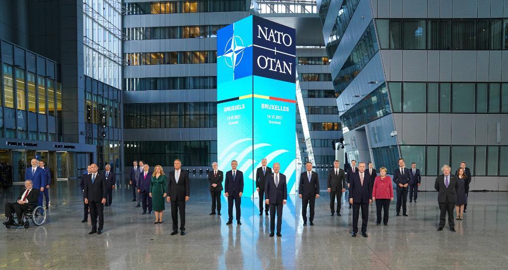 La strategia della tensione di Biden al vertice Nato