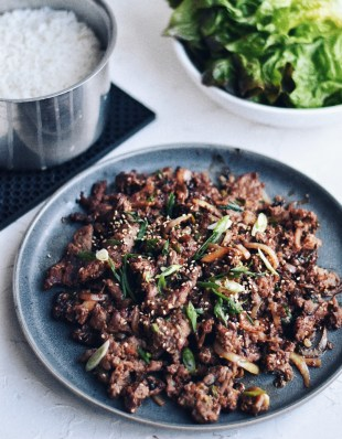 Bulgogi with rice and lettuce
