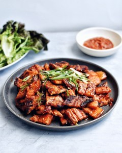 Crispy, fatty pieces of pork belly. Spicy-sweet Gochujang marinade. Spicy Pork Belly Bulgogi is the indulgent dish you'll want to cook, over and over again. #koreanfood #porkbulgogi #spicyporkbulgogi #porkbelly #koreanpork #koreanspicypork #koreanbulgogi