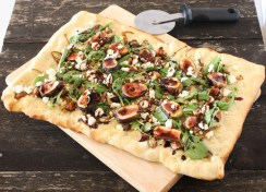 fig, goat cheese and caramelized onion flatbread