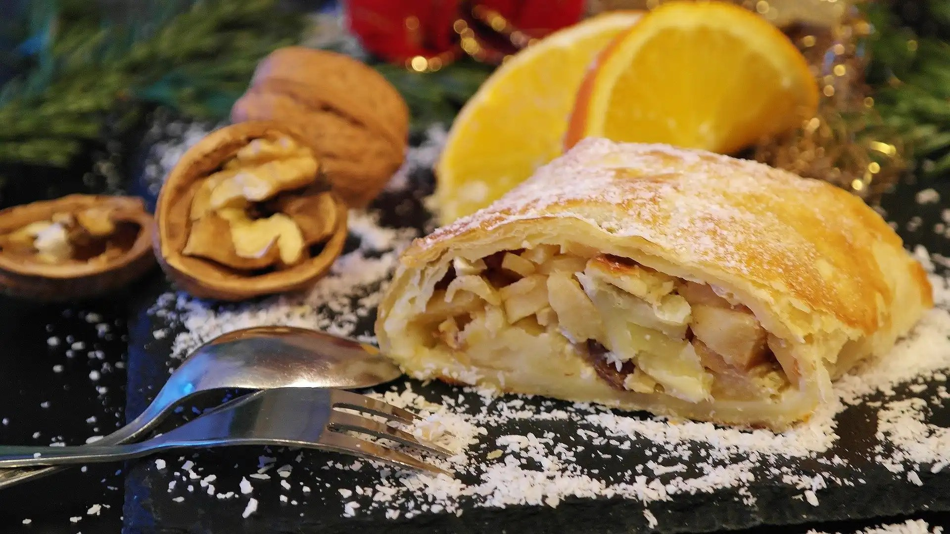 German dessert apple honey and hazelnuts oh my the sugar vine this week ive put together some great recipes from around the web to help you make your christmas bright with a little german influence forumfinder Choice Image
