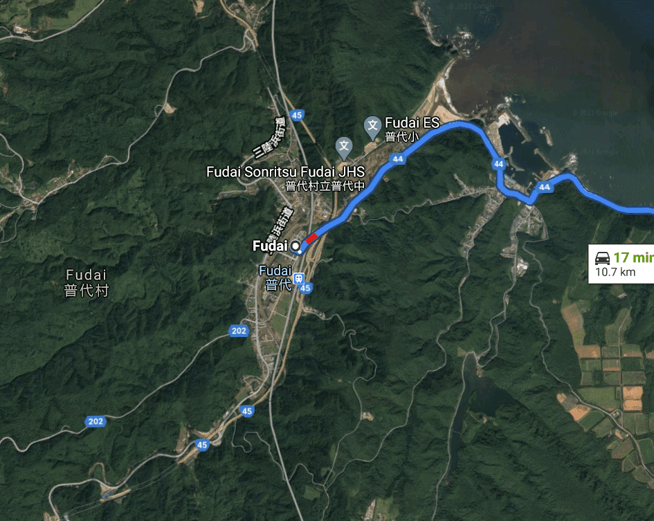 Map of Fudai-mura showing the city is small and surrounded on all sides by the ocean (North-East) and the mountains. Few roads leading in or out of the area