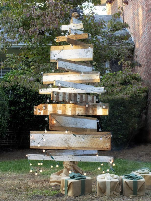holiday-rustic-wooden-Christmas-tree