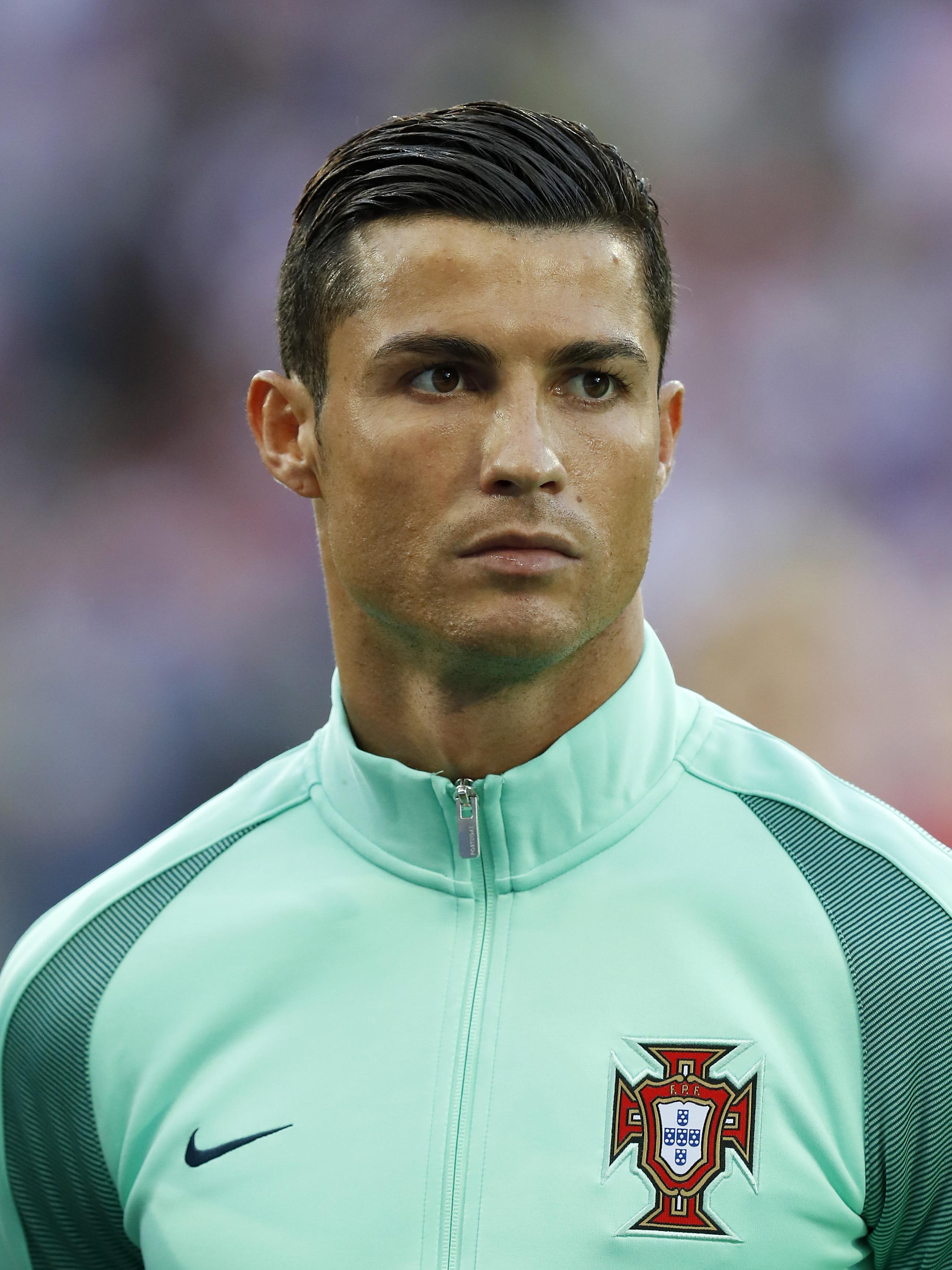 Cristiano Ronaldo Eyebrows : cristiano, ronaldo, eyebrows, Cristiano, Ronaldo, Plastic, Surgery, Transform, Himself, Goofy, Preening, Superstar?