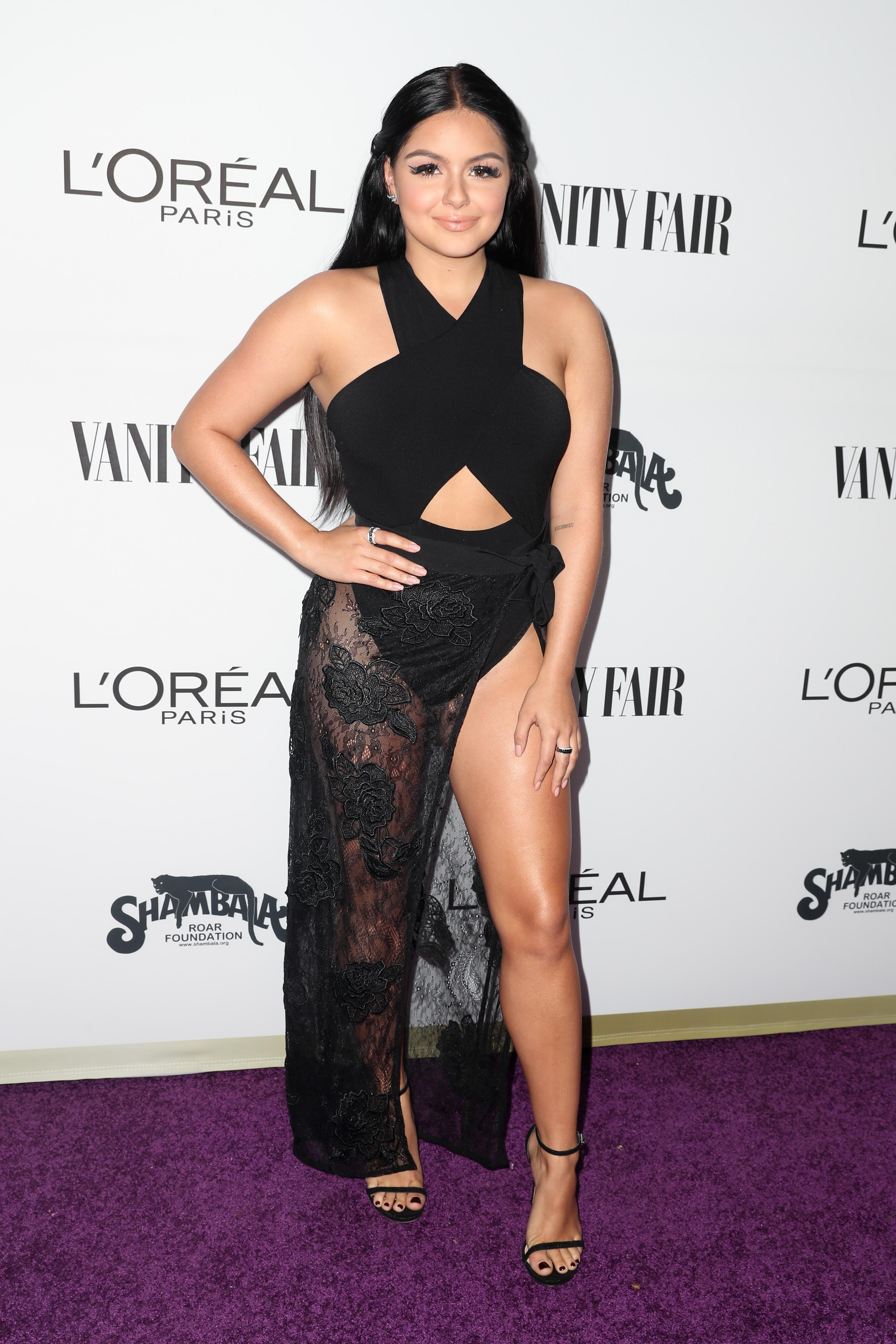 Ariel Winter Film Dan Acara Tv : ariel, winter, acara, Ariel, Winter, Flashes, See-through, Skirt, Cut-out, Bodysuit, Attends, Star-studded, Young, Hollywood