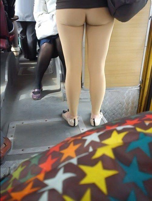 Flesh Colored Yoga Pants : flesh, colored, pants, Shocking, Clothing, Fails, These, Women, NAKED, Waist