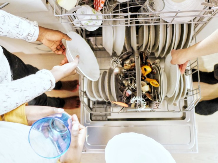 helping-out-cleaning-dishes_t20_x6aOoQ.jpg