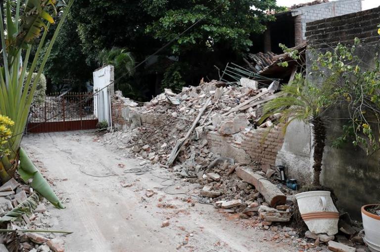 A 5.8-magnitude earthquake shakes southern Mexico