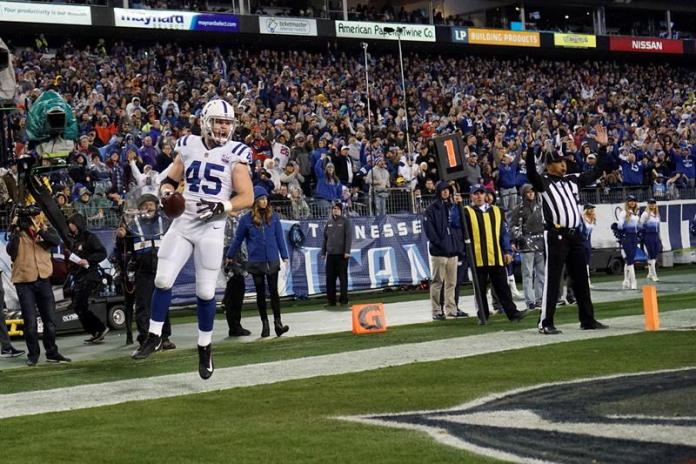 Luck puts the Colts in the final phase