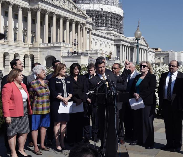 Hispanic congressmen beat record and prioritize immigrant rights