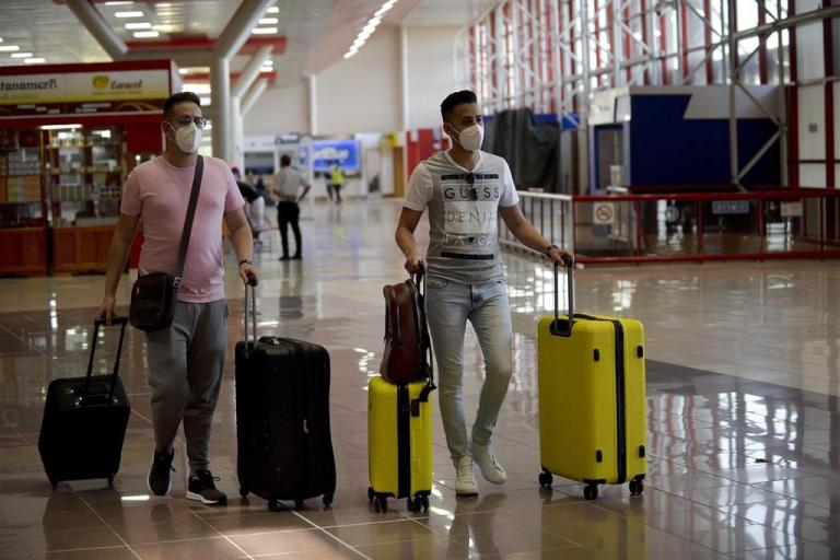 Cuba authorizes its citizens to return to the island with an expired passport