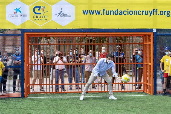 "Iker Casillas inaugurates ""proud"" his Cruyff Court in Ávila"