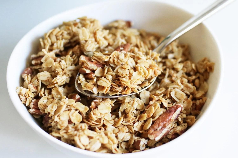 vegan granola, granola recipe, vegan granola recipe, how to make granola, healthy kid foods, kid friendly snacks, kid friendly breakfast, easy breakfast ideas, easy snack ideas, mom blog, mom blogger, mom bloggers, mom blogs, family friendly dishes, recipes, recipe, food blog, food bloggers