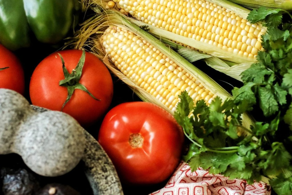florida corn, corn tomato and avocado salsa, salsa recipe, corn salsa, benefits of in-season produce, 2018, produce, local produce, fresh from florida, florida produce, fresh produce, vegetarian, vegan, healthy kid foods, mom blog, mom blogger, mom bloggers, mom blogs, family friendly dishes, recipes, recipe, food blog, food bloggers