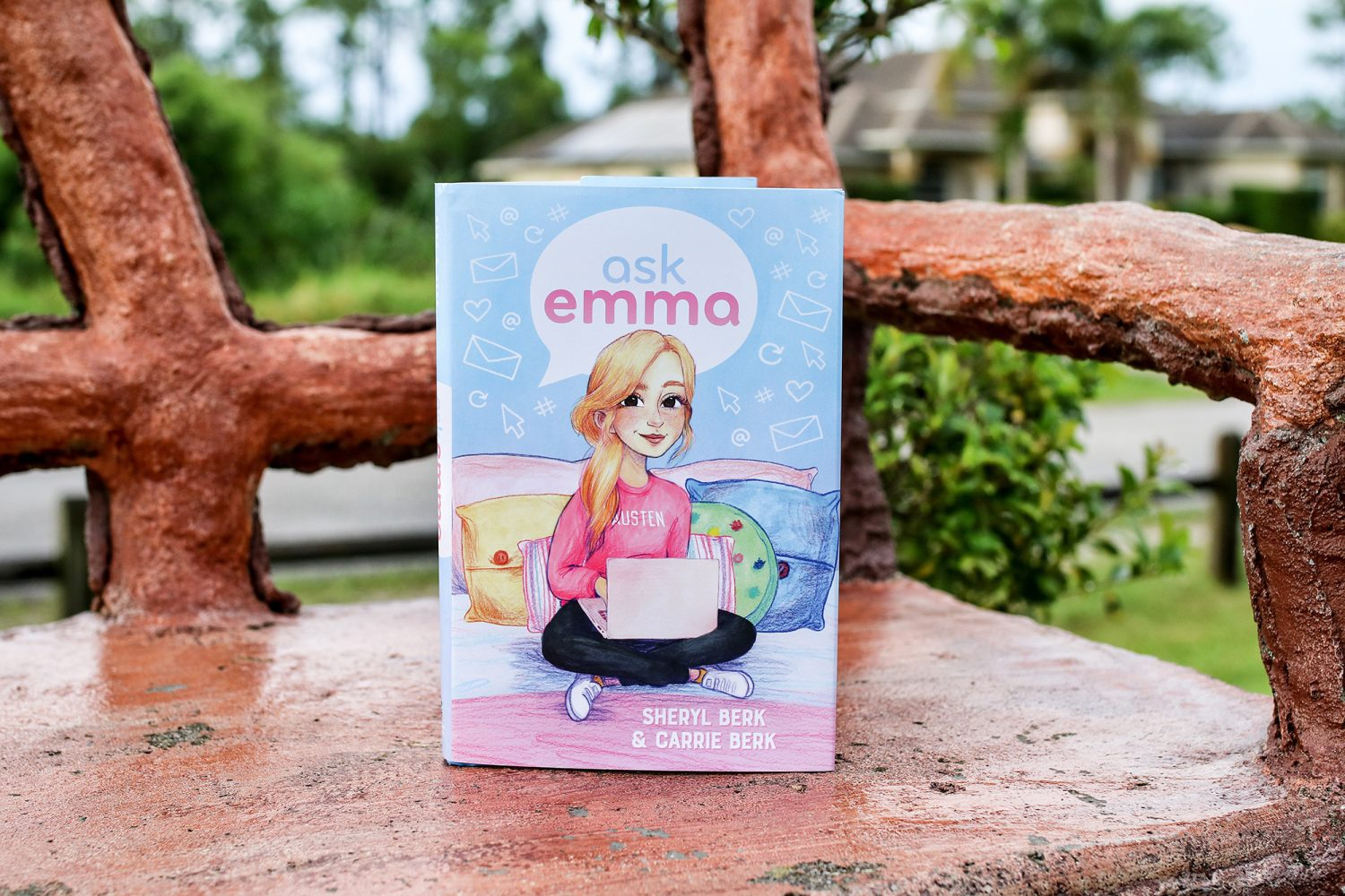 ask emma, bee a reader, Sheryl Berk, Carrie Berk, be brave, be kind, be you, books, middle school, cyber bullying, book review, author interview, good books, kids books, books for kids, new book series, mom blogger, mommy blogger, teen blogger
