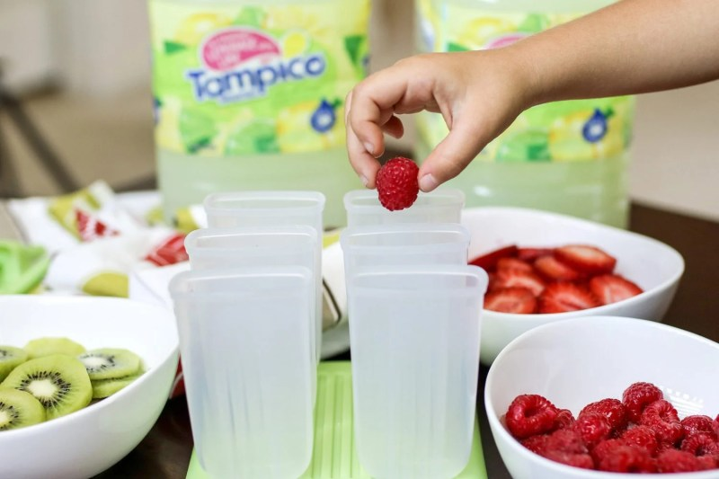 fresh fruit popsicles, tampico, lemonade, family friendly snacks, summer recipes, popsicles, mommy blog, mom blogger, family blog, family influencer, instagram, mother, father, tween blog, dad blog, United States, 2018, mom blog, top, best, mommy blogger, daddy blog, tween blogger, child brand influencer, the super mom life, dad blog, dad blogger