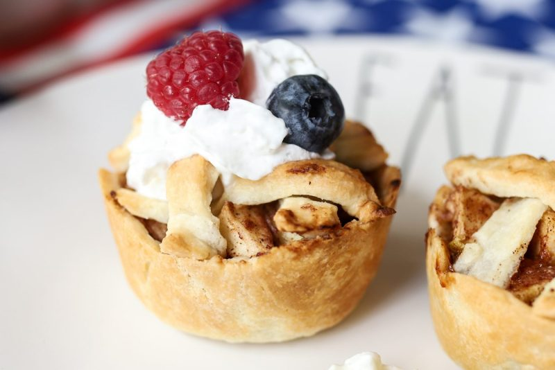 individual apple pies, apple pie, pie, recipe, individual apple pie recipe, memorial day recipe, 4th of july recipe, july 4th recipe, memorial day, 4th of july, july 4th, patriotic recipe, patriotic, america, use, american, easy apple pie recipe, small apple pies, fresh apple pie, homemade apple pie