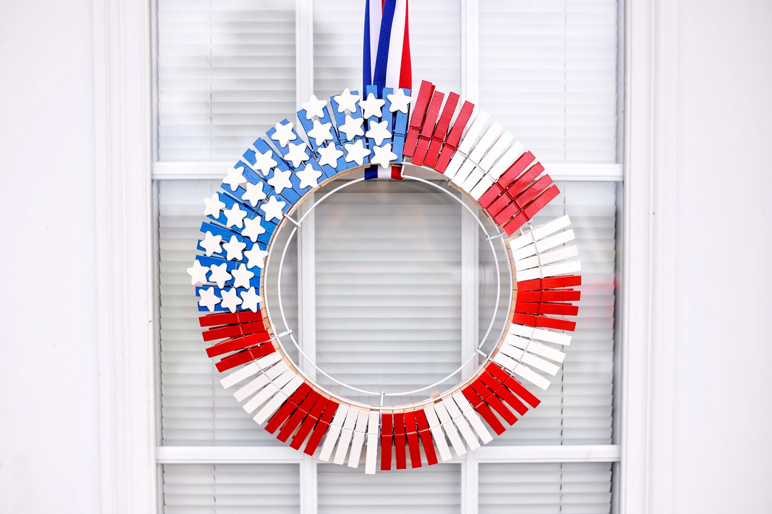 4th of July, easy, cheap, craft idea, USA, America, July 4th, Independence Day, American Flag, wreath, American Flag wreath, crafts, craft, crafts for independence day, crafts for 4th of july, crafts for july 4th, kids, gift idea, diy, kids craft, crafts for kids