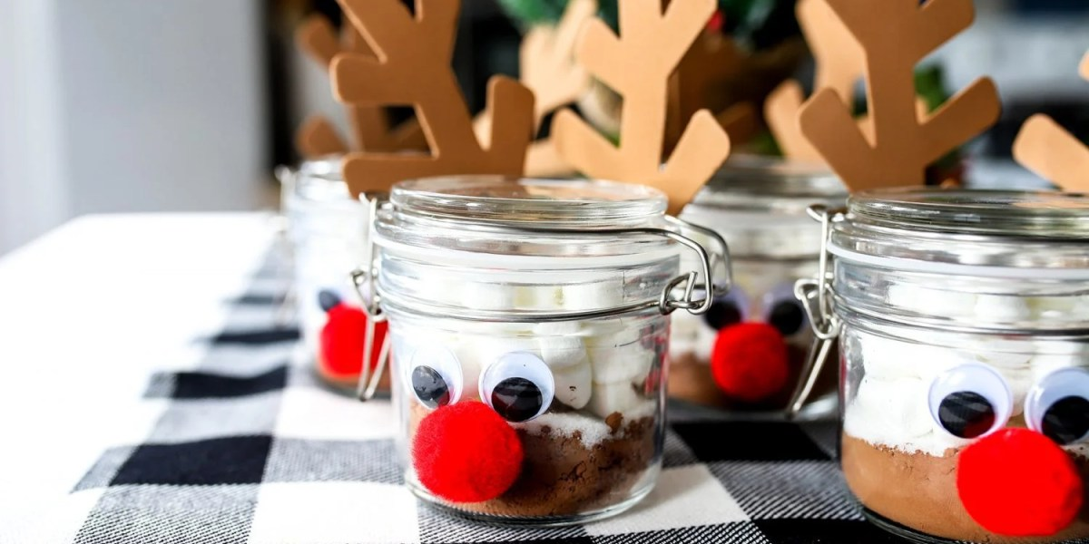 How to Make Hot Cocoa Reindeer Jar