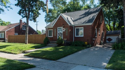 SOLD – 20840 Syracuse, Warren
