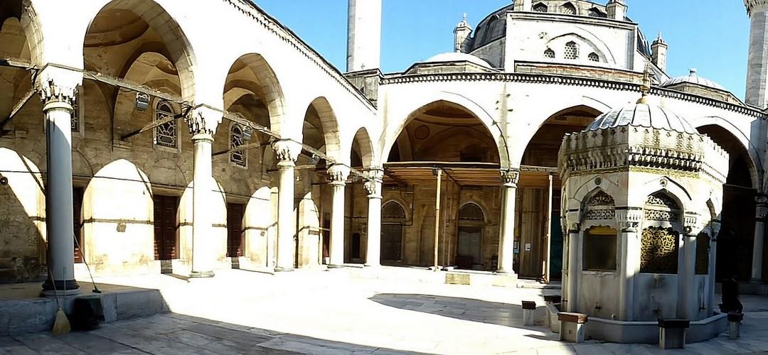 La rose et la tulipe, carnet de voyage à Istanbul 15 : Sur la rive asiatique, Üsküdar, Kuzguncuk et la Yeni Valide Camii…