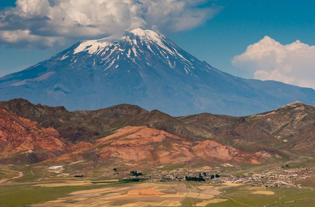 Ararat, le Mont Djoudi, le Déluge et autres déluges