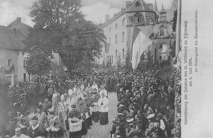 Echternach - Procession dansante - procession du clergé