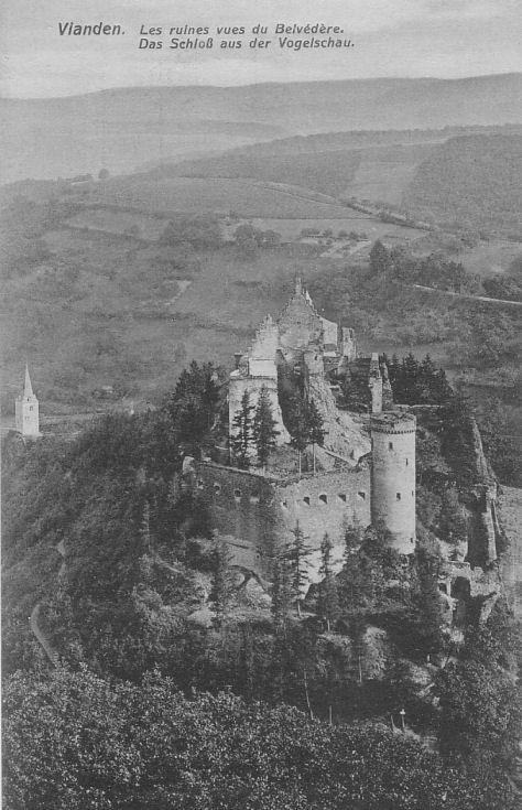 Château de Vianden (Luxembourg) - Les ruines vues du belvédère