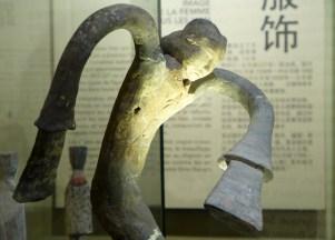 Splendeurs des Han - Musée Guimet - 23 - Statuette de danseuse en terre