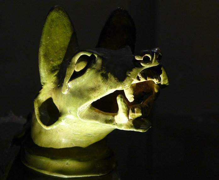 Splendeurs des Han - Musée Guimet - 24 - Chien en céramique émaillée