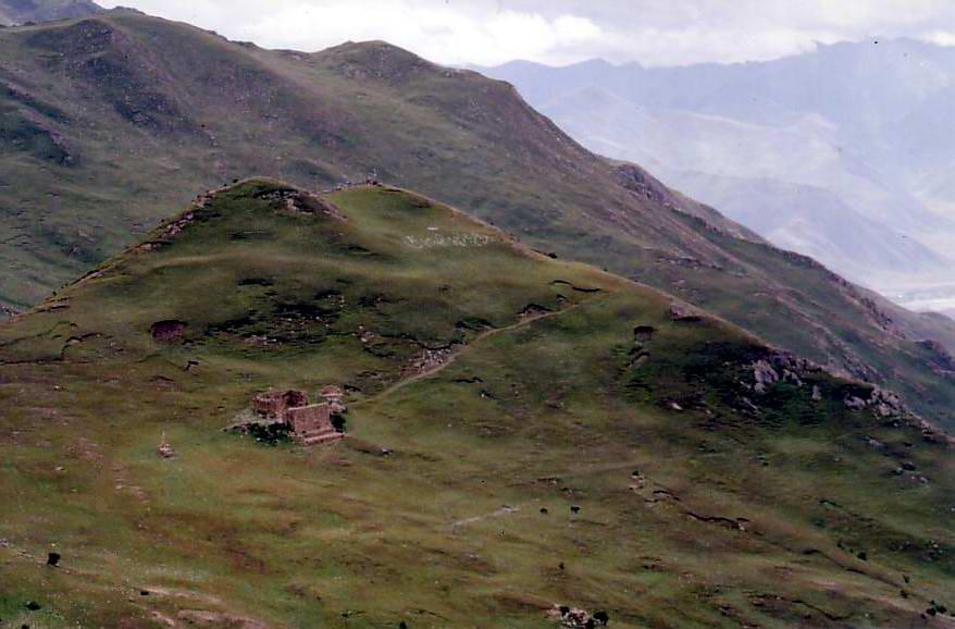 Site de funérailles célestes dans la vallée de Yerpa au Tibet