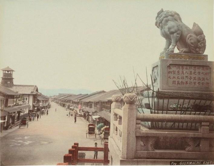 Adolfo Farsari - Gionmachi - Kyoto
