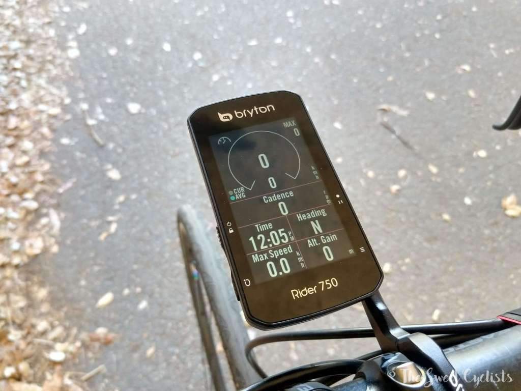 The color touchs screen of the Bryton Rider 750 offers flexible views like circular data displays