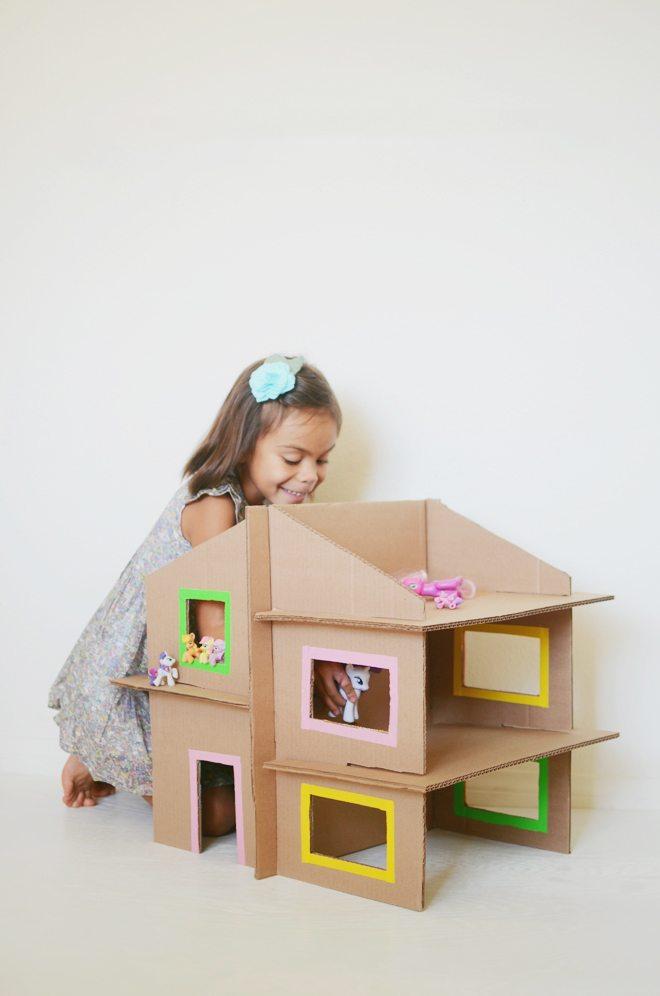 Cara Membuat Rumah Barbie Dari Kardus : membuat, rumah, barbie, kardus, Tutorial, Mainan, Edukasi, Kardus, Bekas, Untuk, Kecil, TheAsianparent, Indonesia